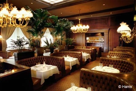 Dining room of Harris' steakhouse in San Francisco, CA