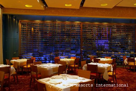 Dining room of Emeril's New Orleans Fish House in Las Vegas, NV