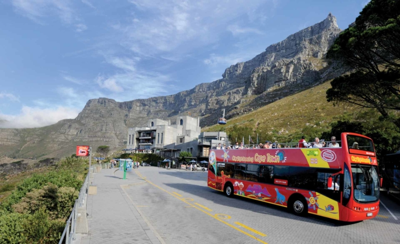 Discover the highlights of Cape Town during a Hop-On Hop-Off Bus excursion