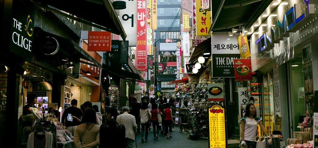 Find goods such as outdoor gear, fresh flowers and clothing at Namdaemun Market