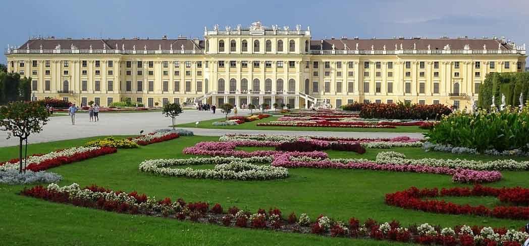 The exterior of Schönbrunn Palace in Vienna