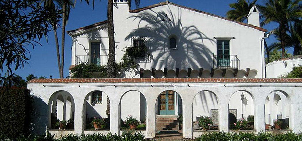 The exterior of Casa del Herrero in Montecito, California