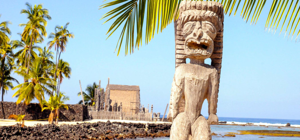 The ki'i statues guarding the sacred temple on Puʻuhonua o Honaunau