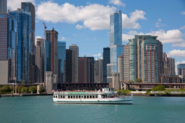 Sail with Chicago's First Lady Cruises to take in the city's sights