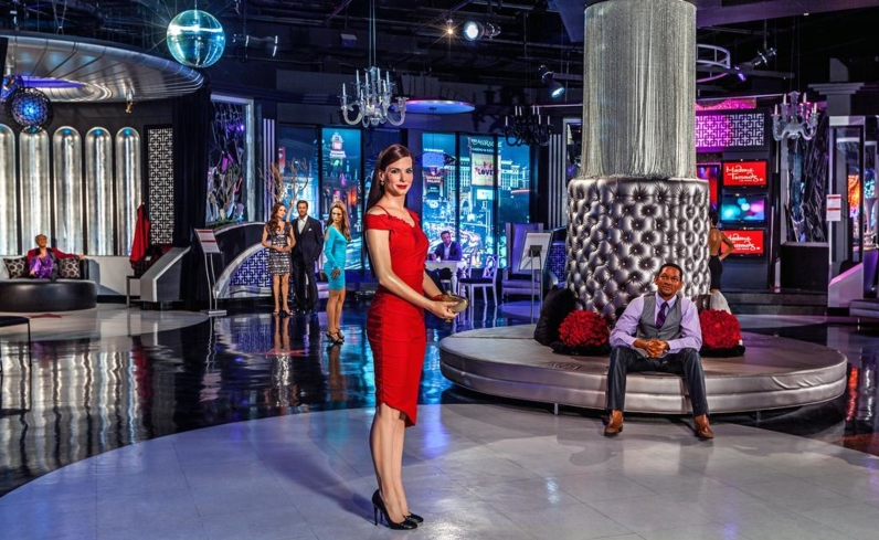 See a wax figure recreation of Sandra Bullock and Will Smith at Madame Tussauds in Las Vegas