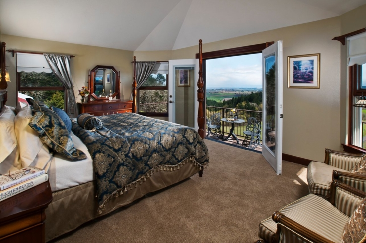 A guest room at Youngberg Hill Vineyards & Inn