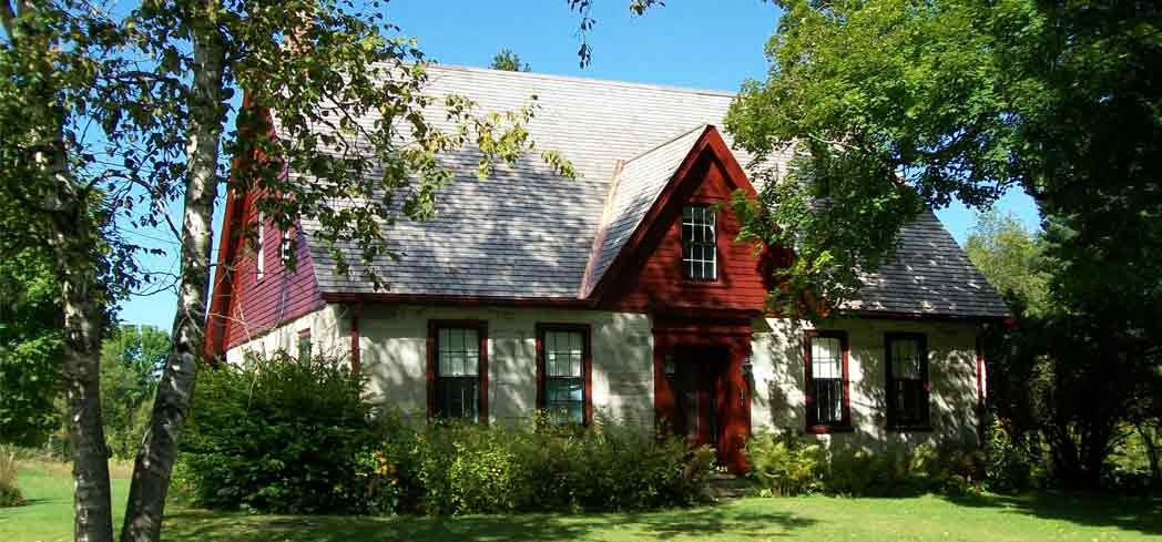 The exterior of the Robert Frost Stone House Museum