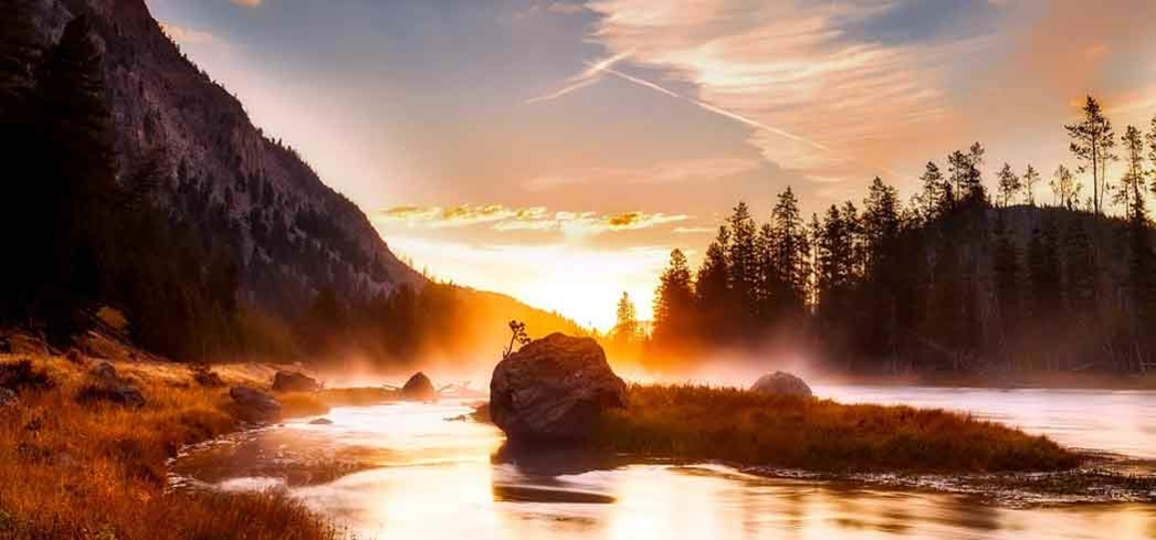 Yellowstone National Park features an impressive collection of lakes, mountain ranges, canyons and rivers