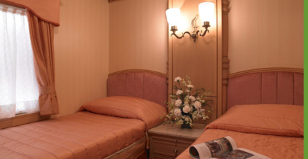 A suite with twin beds