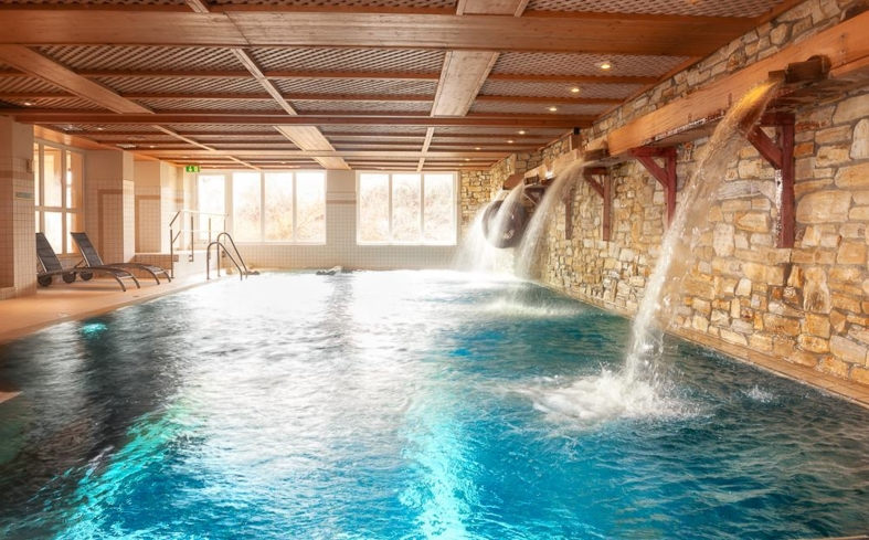The indoor pool at Spa & Wellbeing at Dorint Park Hotel Bremen