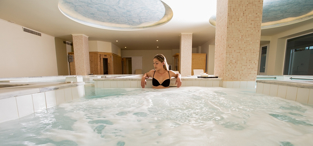 The hydromassage bath at Ayus Spa at Cretan Pearl Resort & Spa