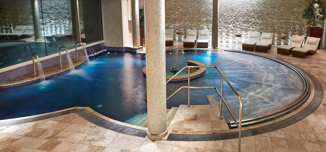 The Hydrotherapy Pool at Aquarias Spa at night