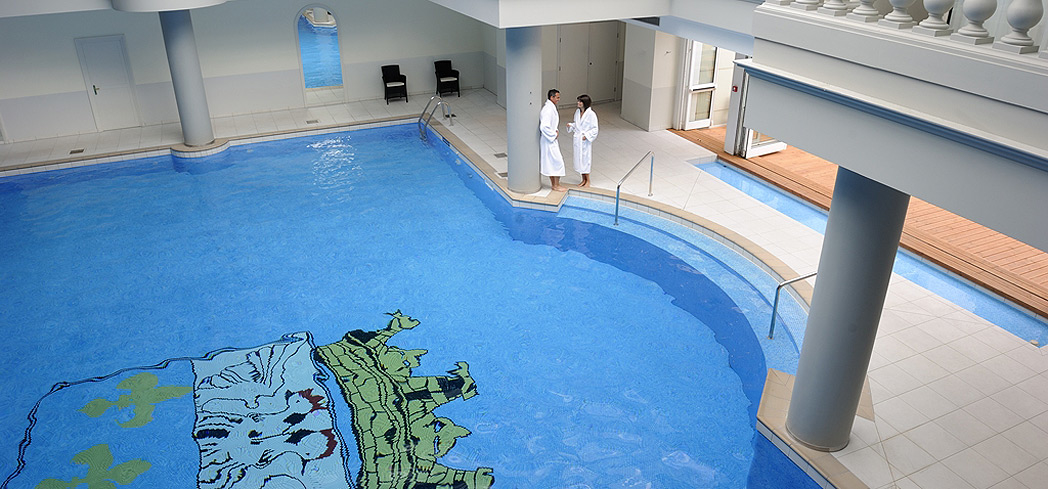 The indoor pool at Guerlain Spa