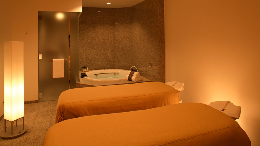 A spa suite at RIRAKU Spa and Fitness