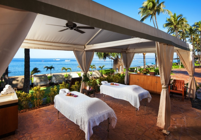 An oceanfront treatment cababa at Heavenly Spa by Westin Maui