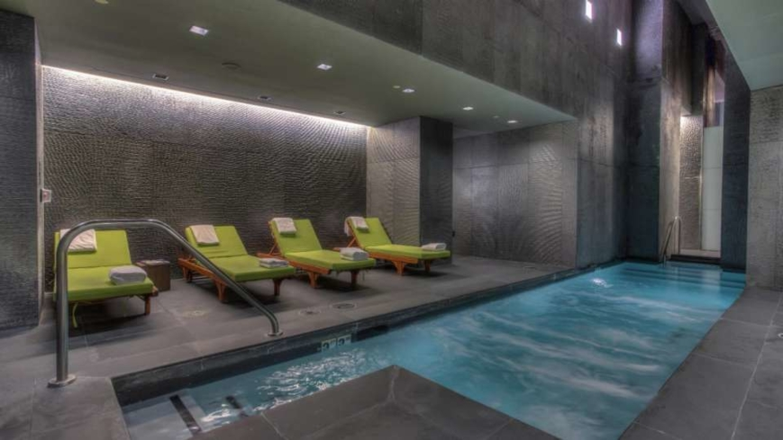 The pool at BATHHOUSE Spa