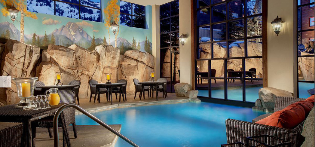 Relax at the spacious Snake River Lodge & Spa